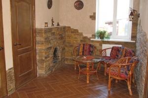 Внутренняя отделка дома в Донецке, каминная комната.