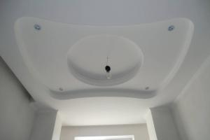 Ремонт дома Донецк, потолок в кухне