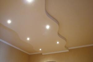 Капитальный ремонт квартиры Донецк, потолок в холле