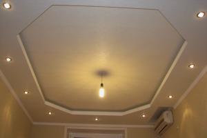 Косметический ремонт квартиры Донецк, двухуровневый потолок в зале
